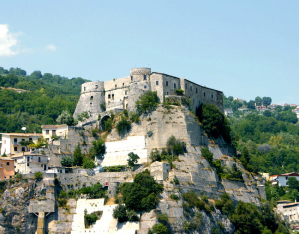 A fairytale castle in Molise: the castle of Cerro al Volturno