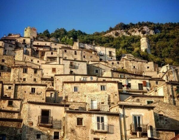 Pesche: the crib village of Molise
