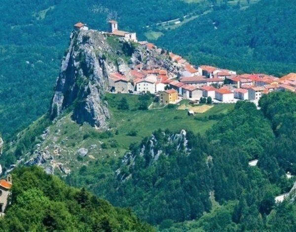 Pescopennataro: the village of fir and stone