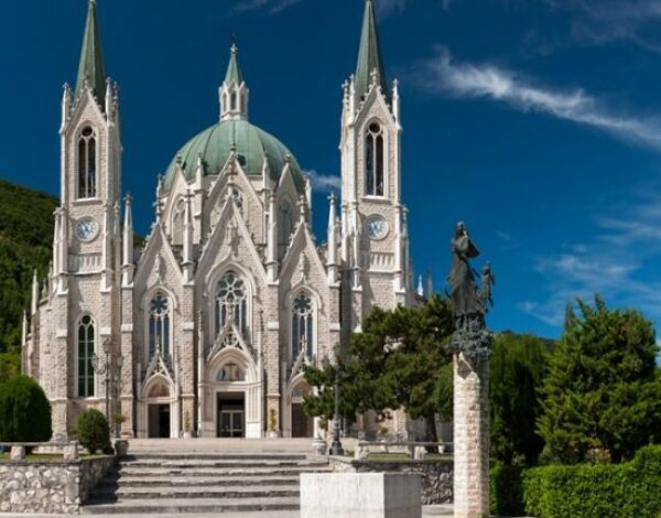 Castelpetroso: una basilica da favola in Molise
